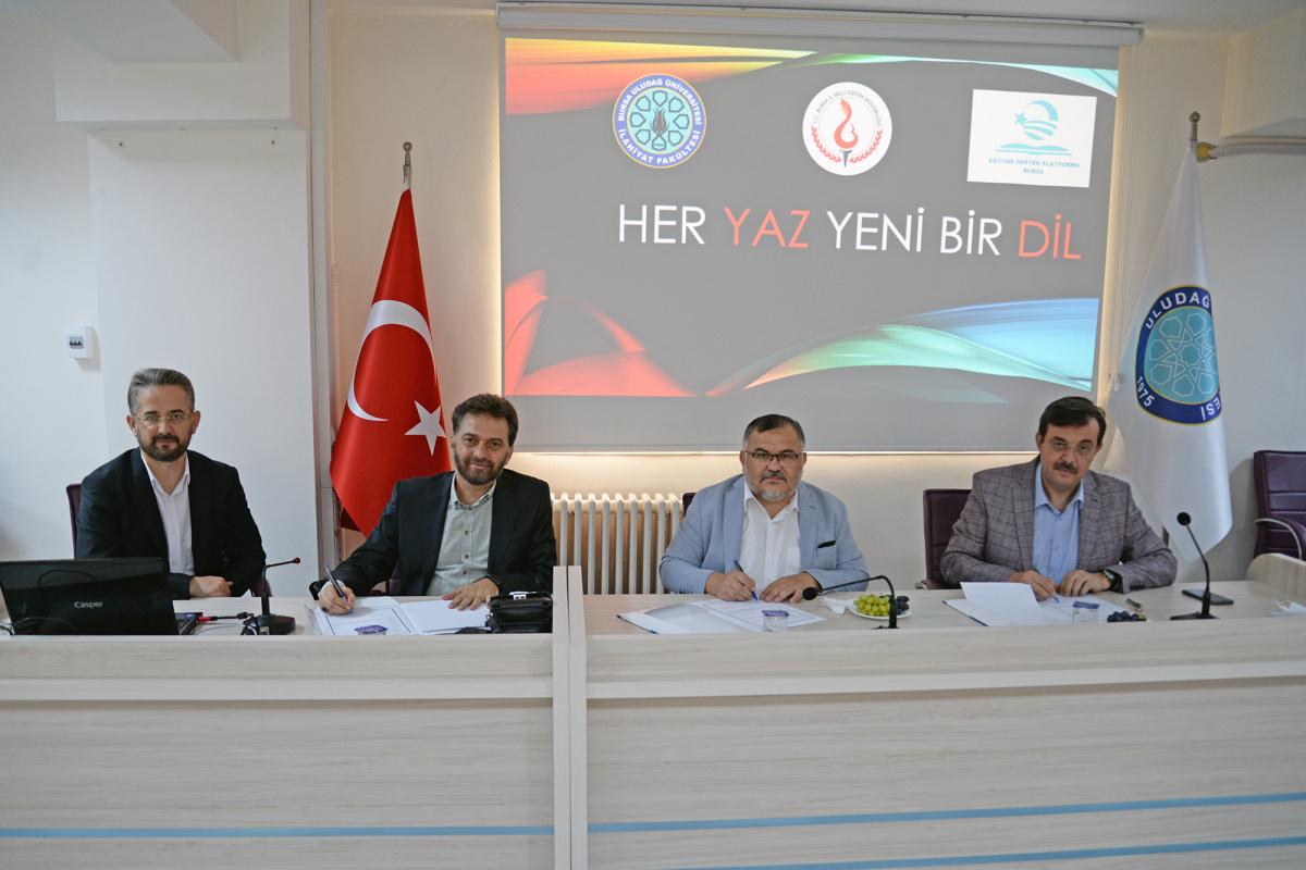 """BUÜ İlahiyat Fakültesi ve Bursa İl Milli Eğitim Müdürlüğü'nden """"Her Yaz Yeni Bir Dil"""" Projesi"""