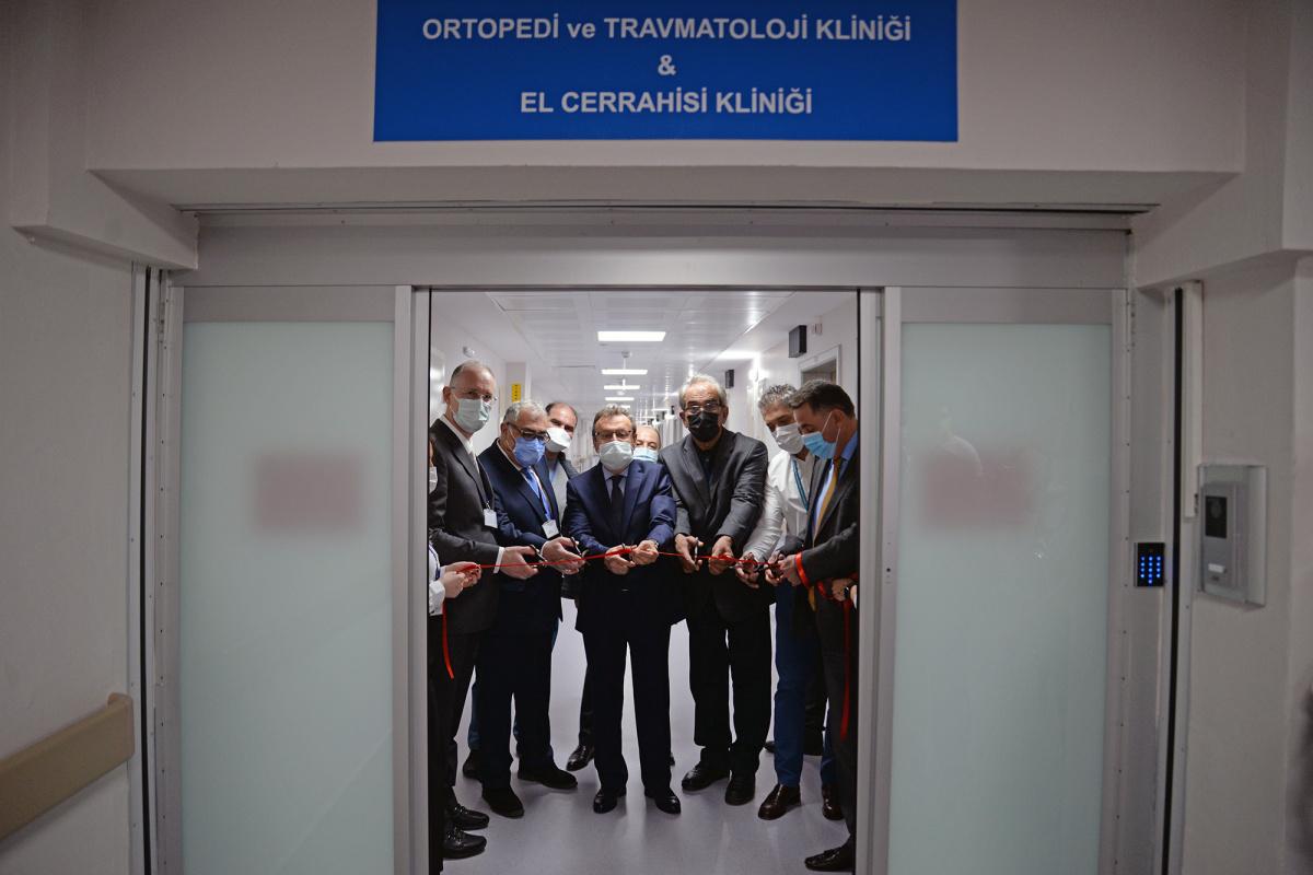 Hastane klinikleri yenilenen yüzleriyle hizmete devam ediyor