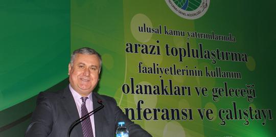 """Dr.Gürsel Küsek,""""Türkiye'de Arazi Toplulaştırmasının Rolü"""" konulu konferans verdi"""