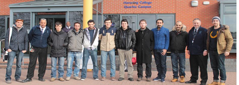 Havering College de öğrenciler UÜ öğretim üyeleri ile birlikte