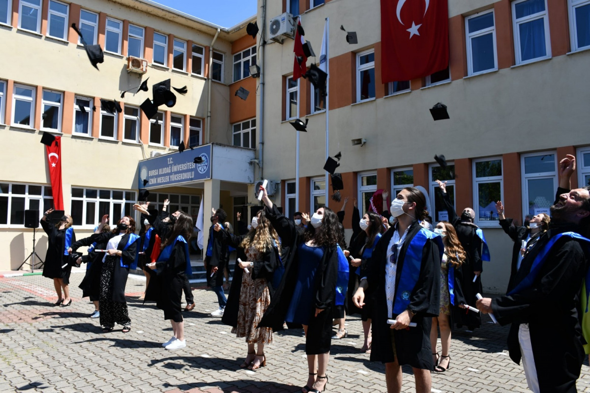 İznik MYO'da mezuniyet coşkusu