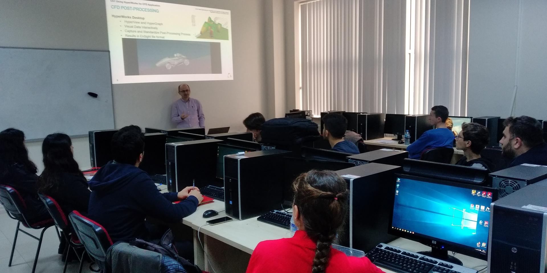 OTO4027 Taşıt Aerodinamiği dersi kapsamında S-t Mühendislik firmasının desteğiyle Altair CFD programlarının yetenekleri  ve örnek problemler tanıtılmıştır.