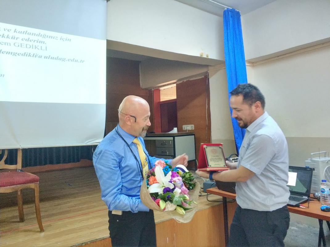 Öğr. Gör. Erdem Gedikli hocamız sınıf öğretmenliği adayları ile ilkokul öğrencilerini buluşturdu