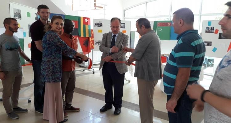 Konuk Öğrencilerimiz Tarafından İlahiyat Fakültesinde Sergi Açıldı