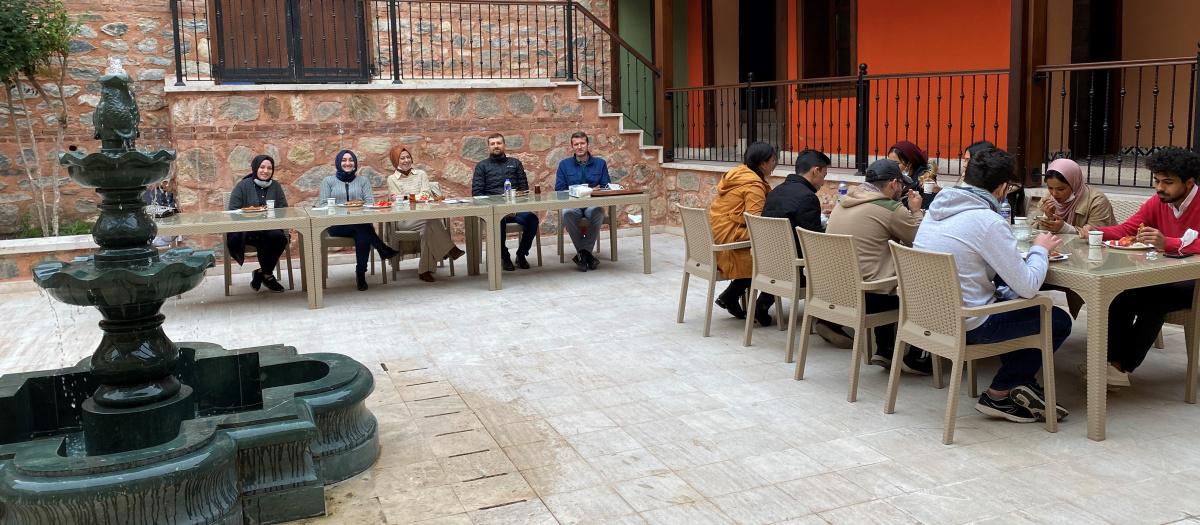 Şadırvan Han Eğitim Akademisi'nde kahvaltı yapıldı ve akademi tanıtıldı