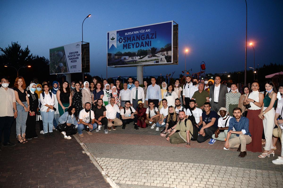 Osmangazi Belediyesi'nden YTB'li öğrencilerimize 'Hoşgeldin' yemeği
