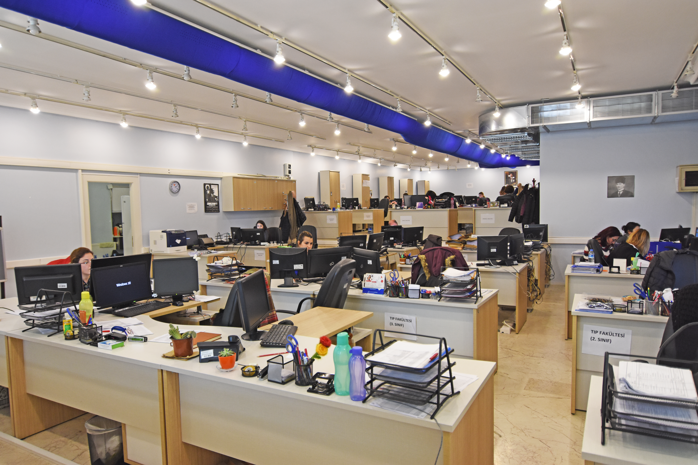 Merkezi Otomasyon Birimimiz eğitim öğretim süresince haftaiçi 08:00-19:30 saatleri arasında hizmet vermektedir.